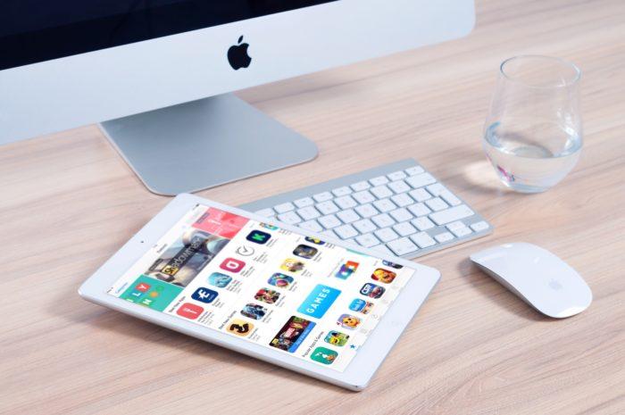 An iMac and an iPad on a desk